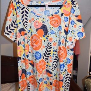 Lularoe lovely top